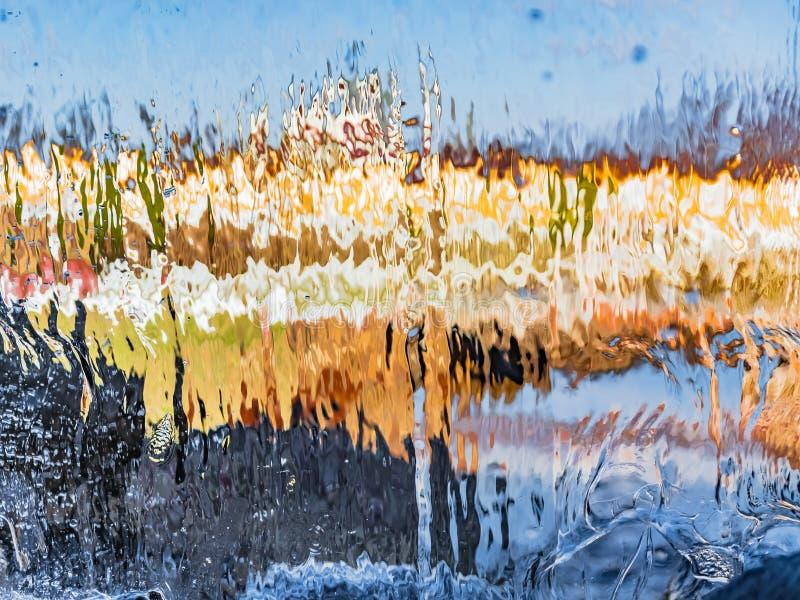 Image brouillée par l'eau en baisse photographie stock libre de droits
