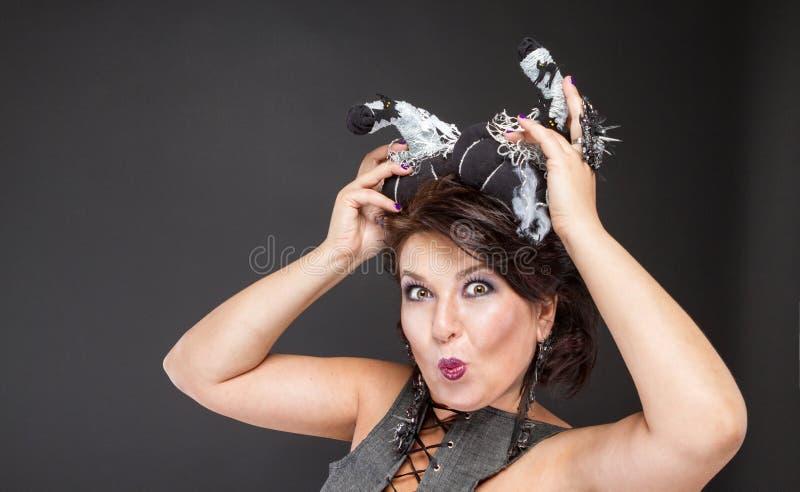 Download Image Charismatique De Femme Pour Halloween Avec Des Potirons Image stock - Image du charismatique, créateur: 77150213