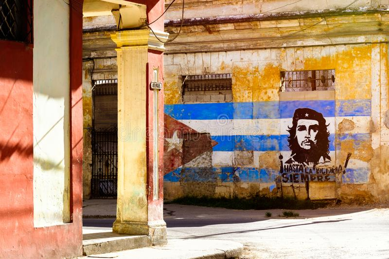 Image of Che Guevara and a cuban flag on an old building in Havana stock photography