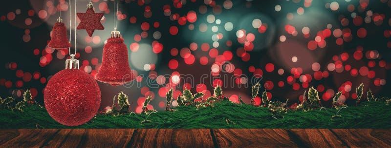 Image composée d'accrocher rouge de décoration de cloche de Noël illustration stock