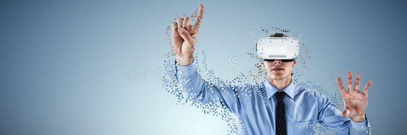 Image composée d'homme d'affaires faisant des gestes tout en portant les lunettes futuristes illustration de vecteur