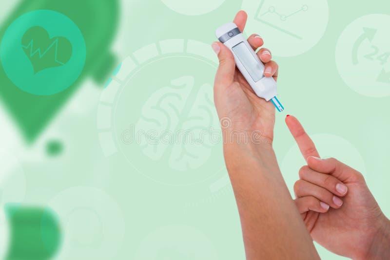 Image composée de femme examinant son niveau de glucose sanguin photos stock