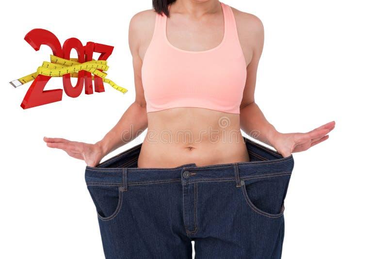 Image composée de femme montrant sa taille après poids perdant image libre de droits