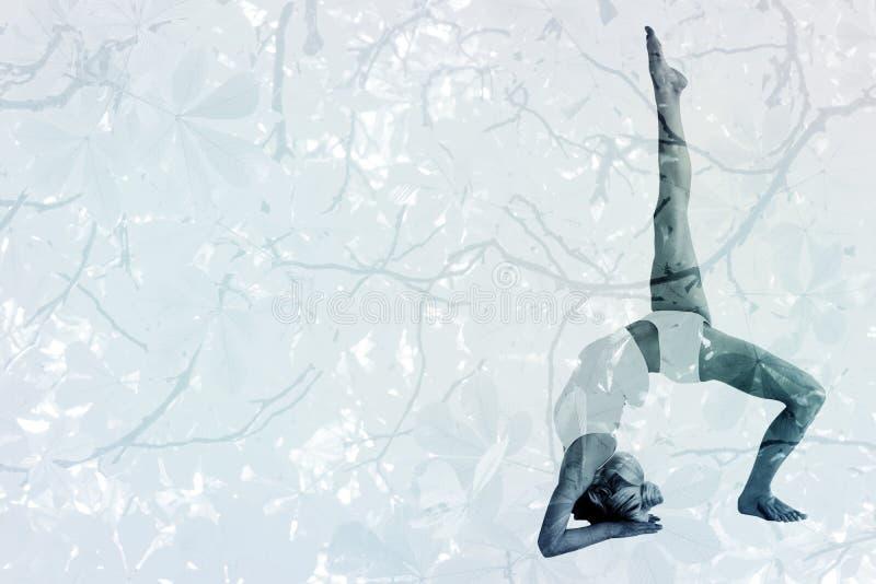 Image composée de femme sportive étirant le corps avec la jambe augmentée illustration de vecteur