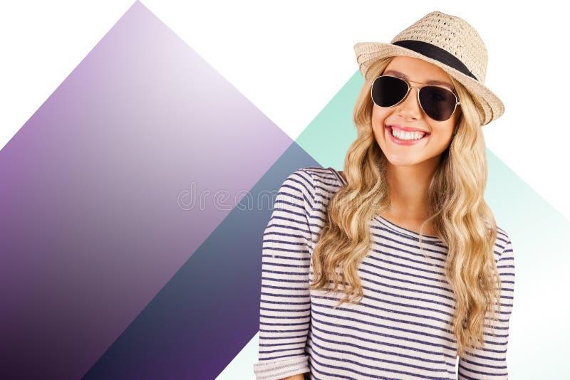 Image composée de hippie blond de sourire magnifique avec des sunglass images stock