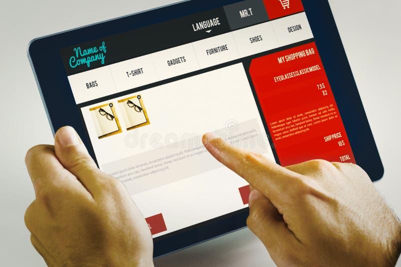 Download Image Composée De L'homme à L'aide Du PC De Comprimé Image stock - Image du homepage, épaule: 56477041