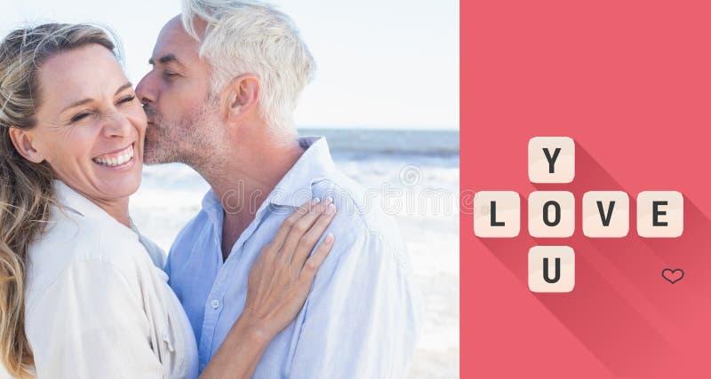 Image composée de l'homme embrassant son associé de sourire sur la joue à la plage illustration libre de droits