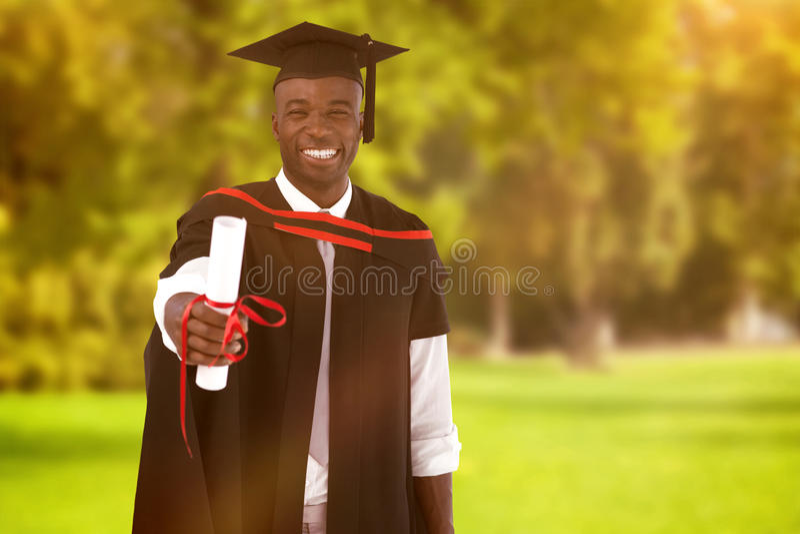 Image composée de l'homme smilling à l'obtention du diplôme image stock