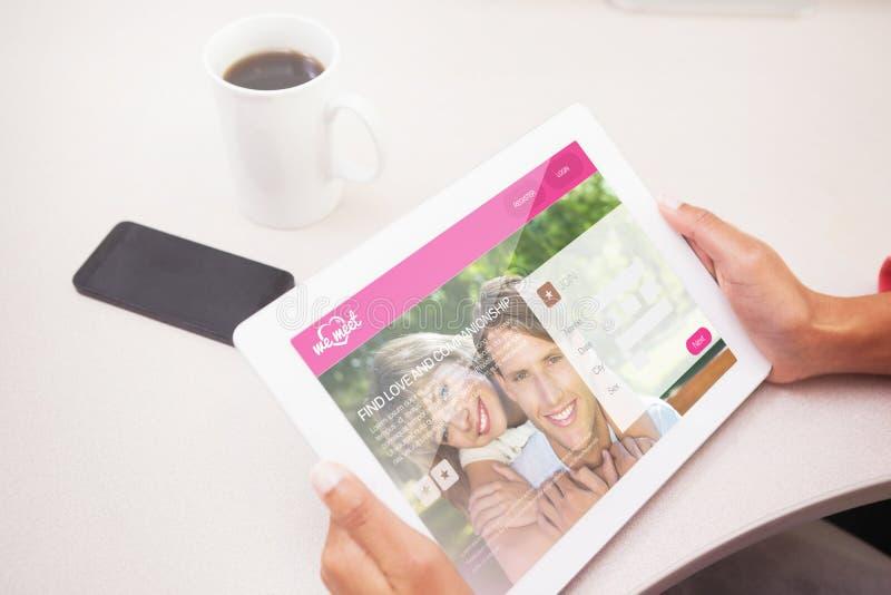 Download Image Composée De La Femme à L'aide Du PC De Comprimé Illustration Stock - Illustration du café, people: 56477909