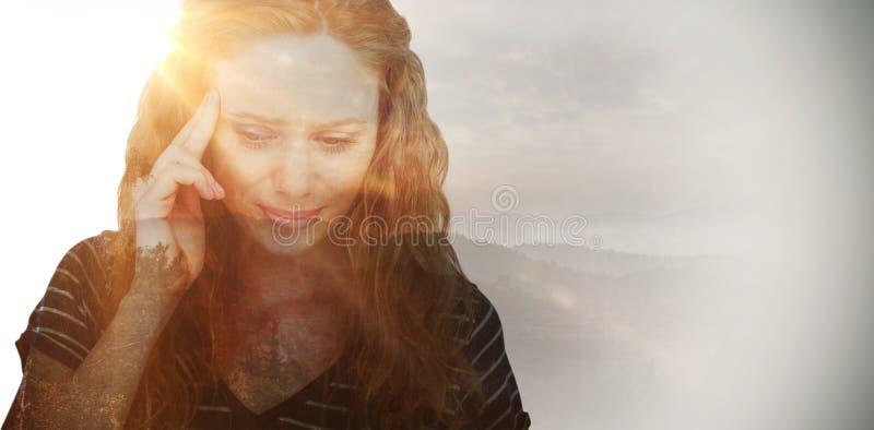 Image composée de la femme blonde ayant le mal de tête photo libre de droits