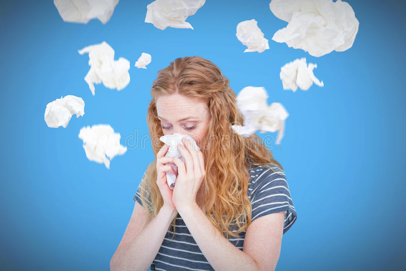 Image composée de la femme blonde malade soufflant son nez photos libres de droits