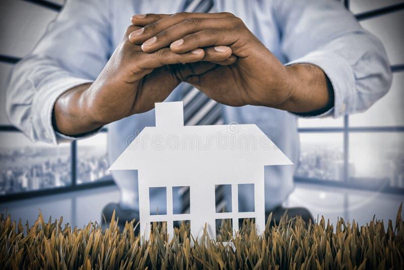 Image composée de la maison blanche protégée par un homme à l'arrière-plan photographie stock