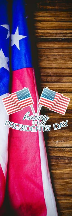Image composée de la typographie heureuse de jour de présidents et de deux drapeaux américains photo stock