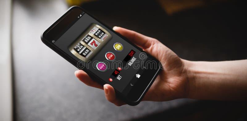 Image composée de machine à sous avec le texte et les nombres sur l'affichage mobile photo libre de droits