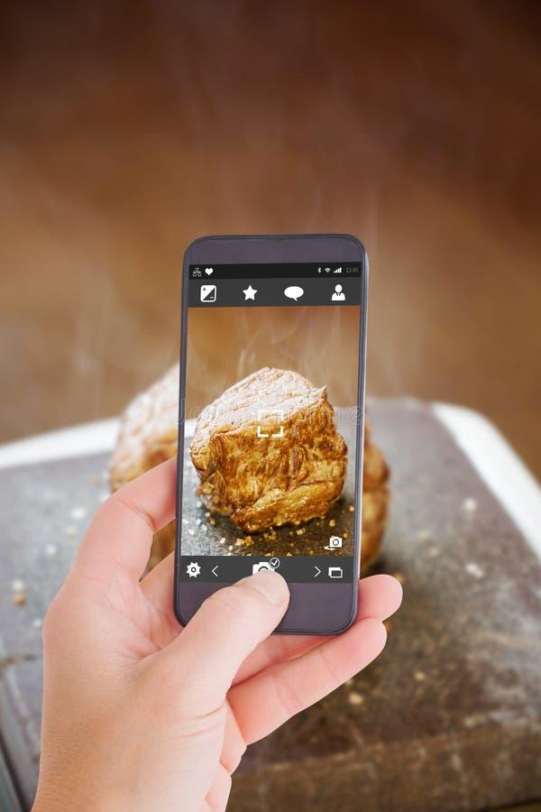 Download Image Composée De Main Femelle Tenant Un Smartphone Image stock - Image du digital, gourmet: 56479867
