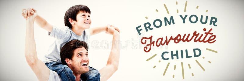 Image composée de père attirant donnant un ferroutage à son fils image libre de droits