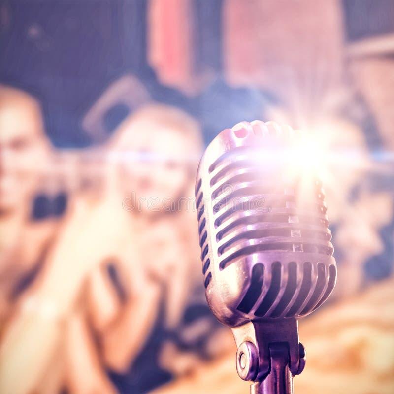 Image composée de plan rapproché de microphone photographie stock