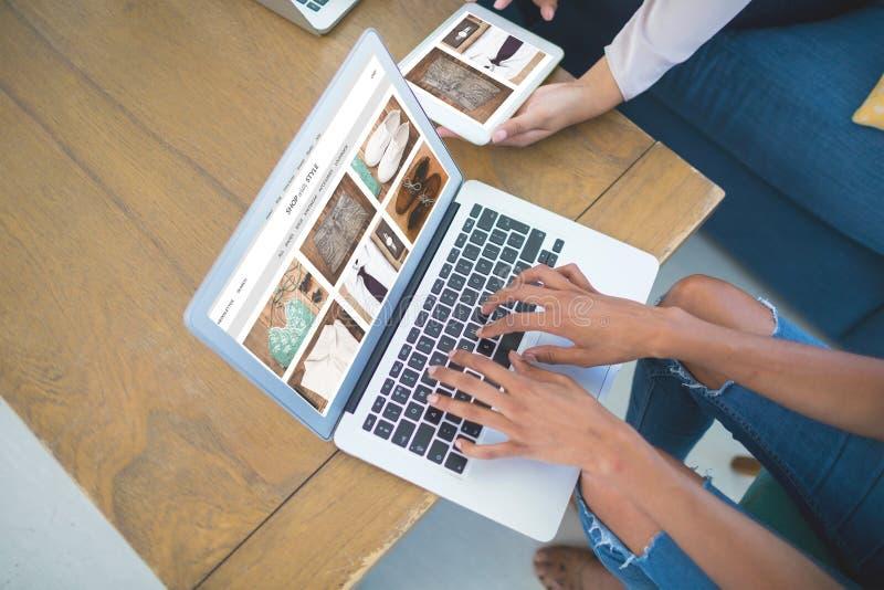 Image composée de site en première page photo stock