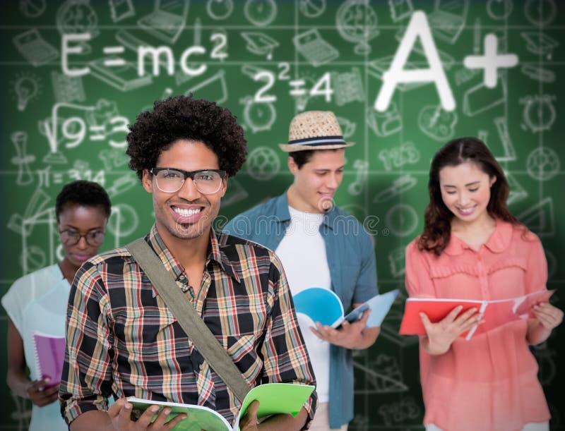 Image composée des étudiants élégants souriant à l'appareil-photo ensemble photos libres de droits