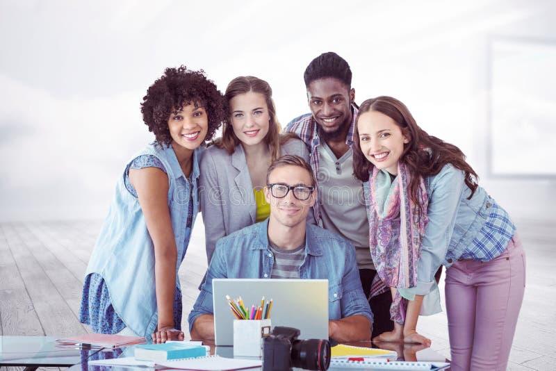 Image composée des étudiants de mode travaillant en équipe images libres de droits