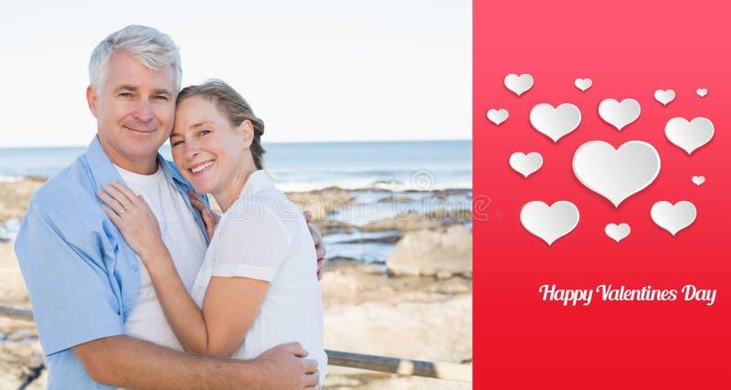 Image composée des couples occasionnels heureux embrassant par la mer illustration stock