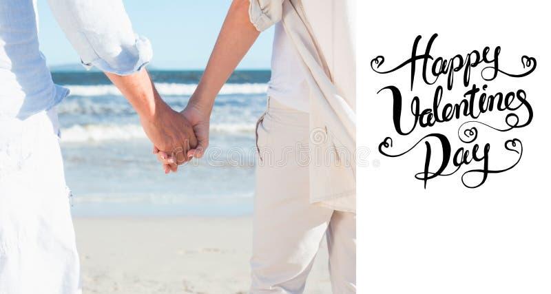 Image composée des couples sur la plage regardant à la mer tenant des mains illustration de vecteur