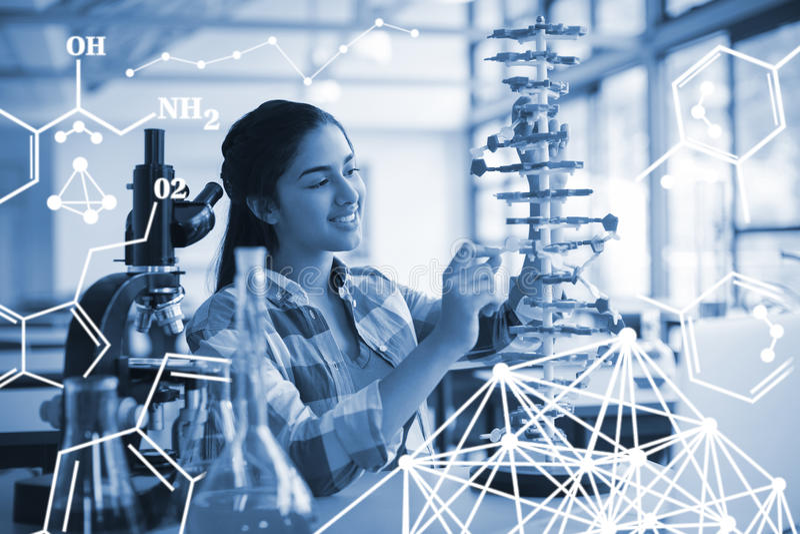 Image composée des enfants faisant une expérience chimique dans le laboratoire illustration stock
