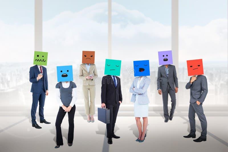 Image composée des personnes avec des boîtes sur leurs têtes image libre de droits