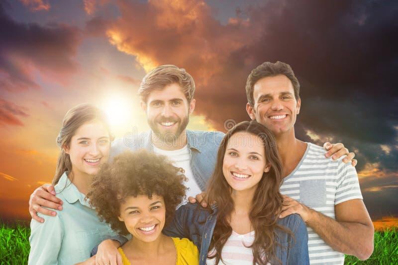 Image composée du portrait de groupe de jeunes collègues heureux photo stock