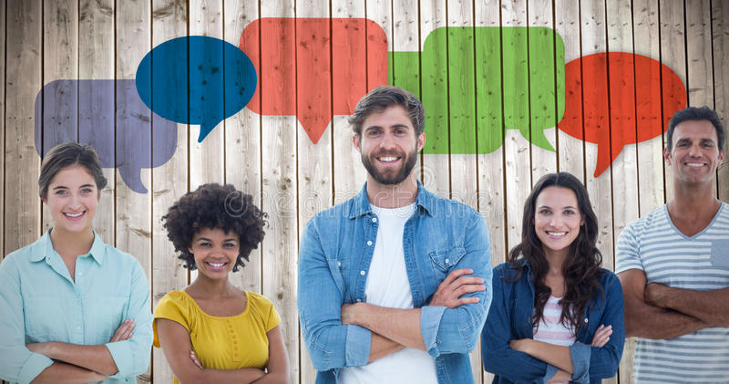 Image composée du portrait de groupe de jeunes collègues heureux images stock