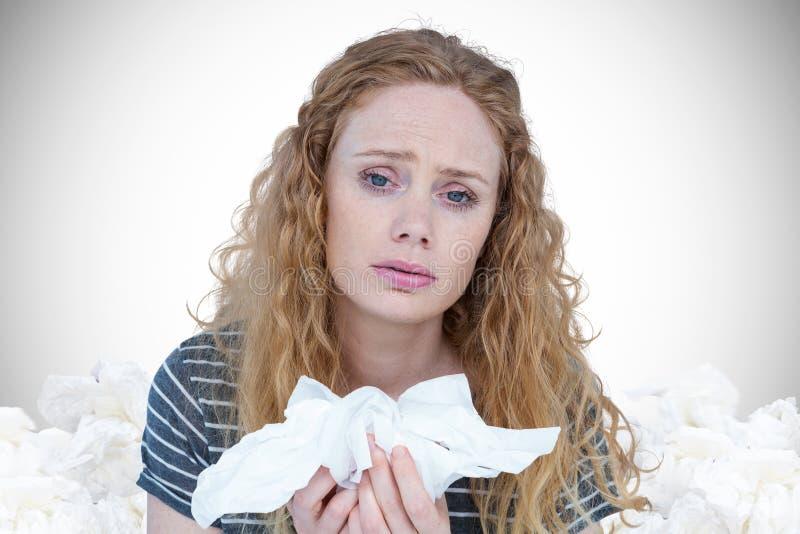 Image composée du portrait de la femme malade tenant le tissu de papier images libres de droits