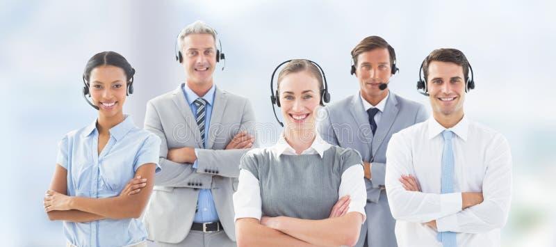 Image composée du portrait des gens d'affaires se tenant avec des bras croisés photographie stock libre de droits