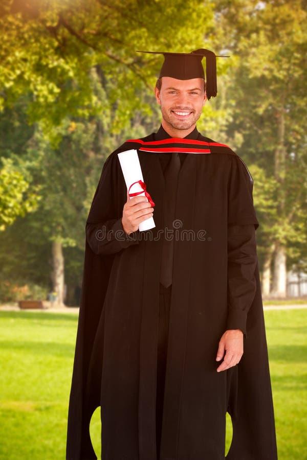 Image composée du type de l'adolescence heureux célébrant l'obtention du diplôme image stock
