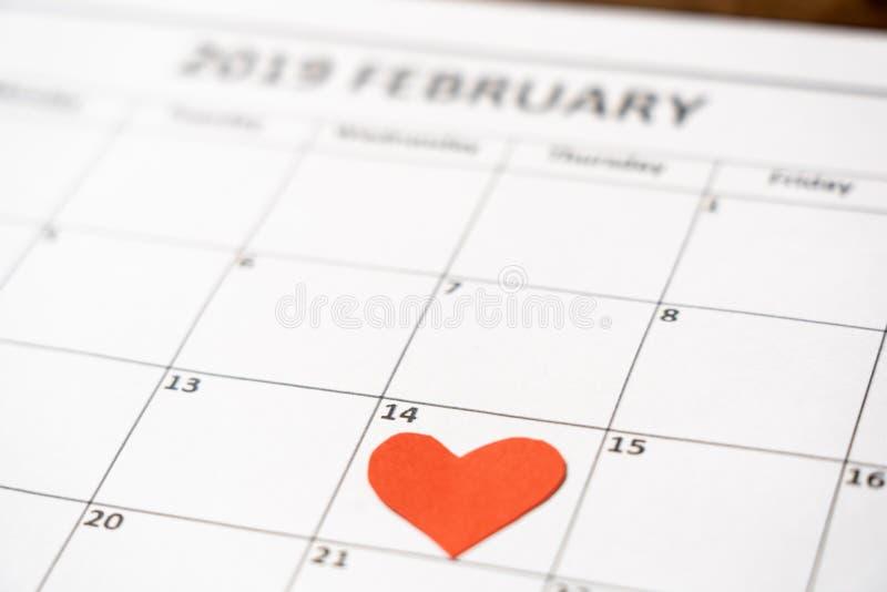 Image conceptuelle de valentines de carnet avec l'espace pour le texte, les chocolats en forme de coeur et le café photo libre de droits