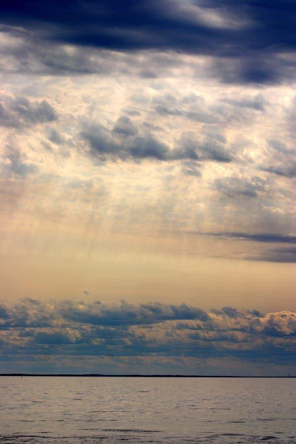 Image courante de coucher du soleil au-dessus de la mer image stock