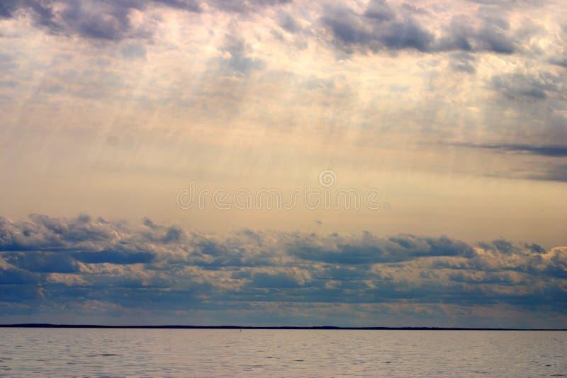 Image courante de coucher du soleil en mer image libre de droits