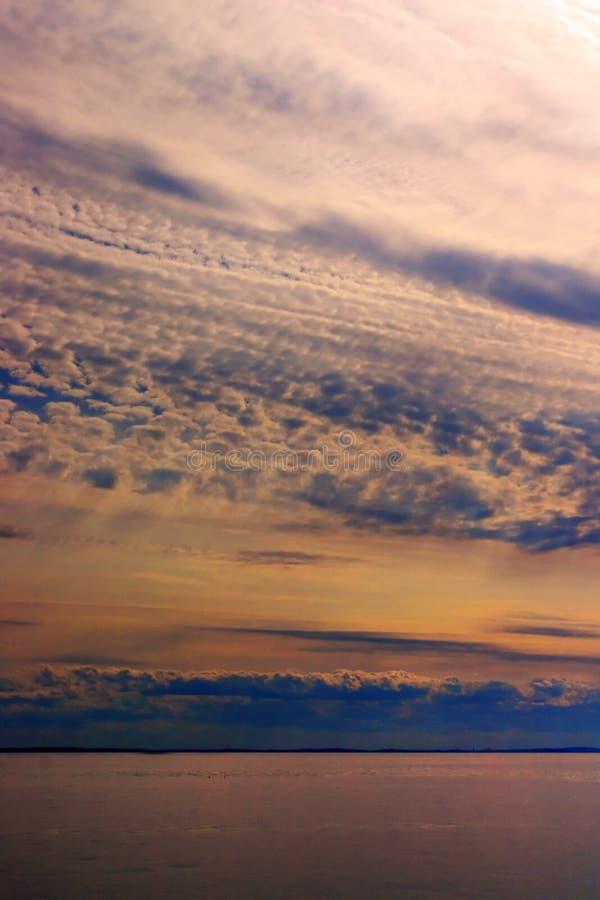 Image courante de coucher du soleil en mer photo libre de droits
