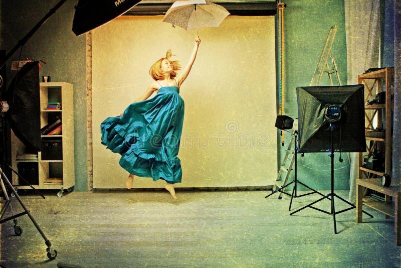 Image d'art avec le beau femme, rétro texture photo libre de droits