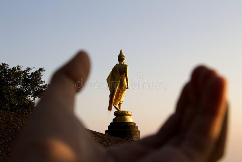 Image d'ensemble de Bouddha sur la pierre photo libre de droits