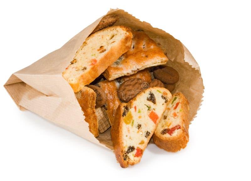 Image d'isolement des biscottes avec le fruit glacé sur le plan rapproché blanc de fond images stock