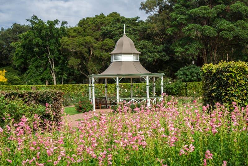 Image d'un belvédère dans les jardins botaniques de Wollongong, Wollongong, Nouvelle-Galles du Sud, Australie images libres de droits