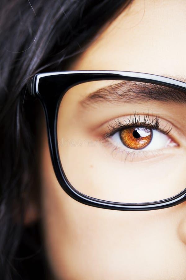 Image de beaux d'une jeune verres de port fille photos libres de droits