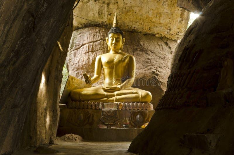 Image de Bouddha dans l'avion de klong de tuem de wat, Udontani photographie stock