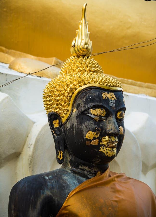 Image de Bouddha de statue au temple de Doikham, chiangmai Thaïlande photo libre de droits