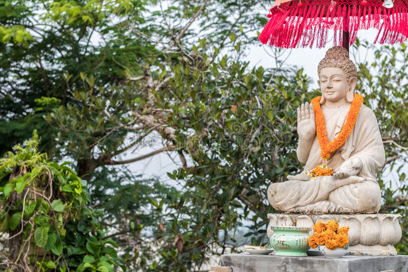 Image de Bouddha de statue de Bouddha utilisée comme amulettes de religion de bouddhisme Île tropicale Bali, Indonésie Au nord de image libre de droits