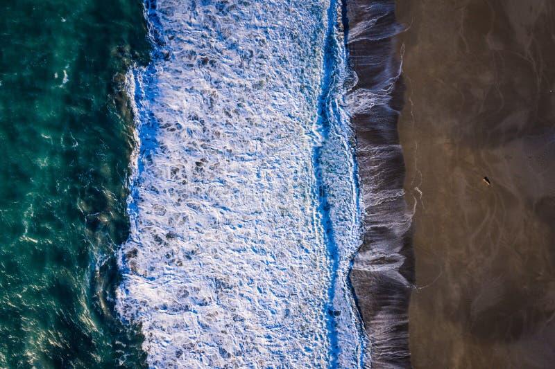 Image de bourdon des vagues et de la plage photos libres de droits