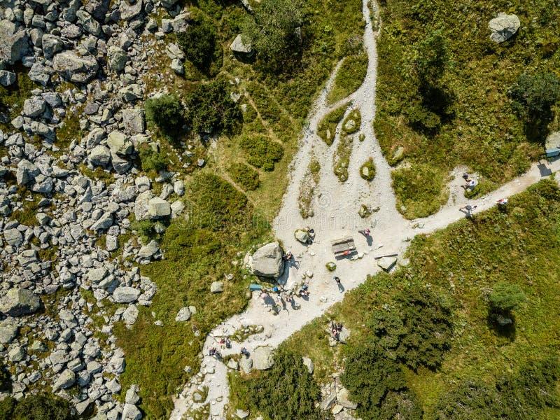 image de bourdon vue aérienne de secteur de montagne rural en Slovaquie, vil photo libre de droits