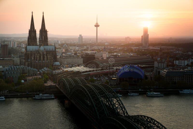 Image de Cologne avec la cathédrale de Cologne avec le Rhin et Hoh image libre de droits