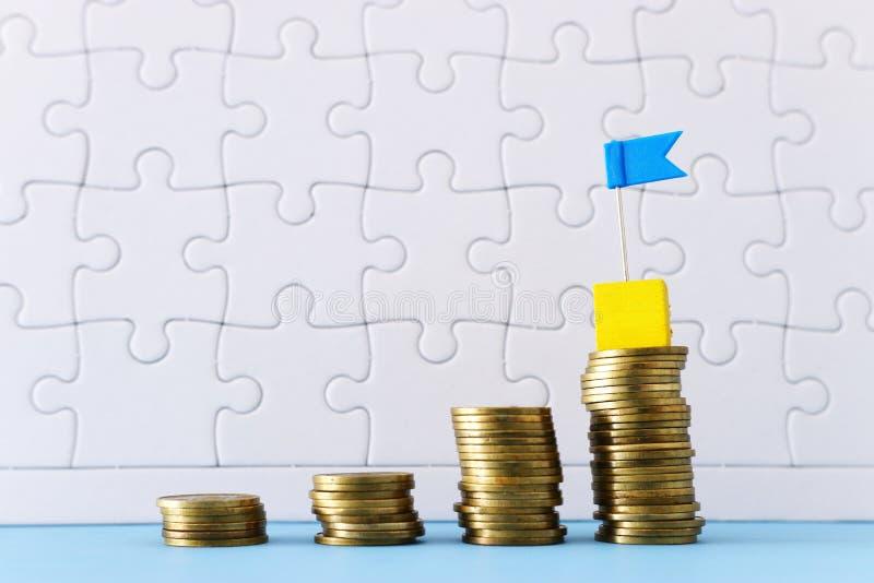 Image de concept d'argent ou de l'investissement d'économie mise de la pile de pièces de monnaie au dessus photo stock