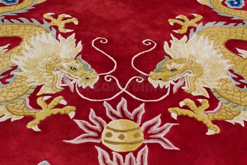 Image de dragon sur le tapis photos libres de droits